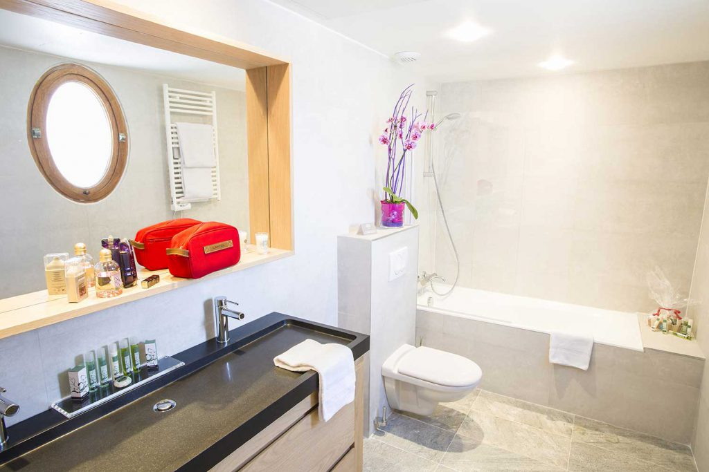 Salle de bain junior suite / Junior suite bathroom