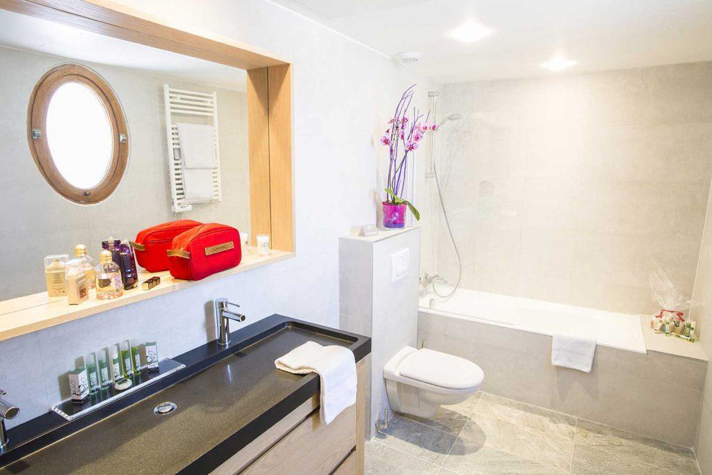Salle de bain junior suite / Junior suite bathroom